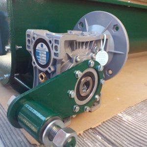 Мотор и редуктор в коритообразен шнек